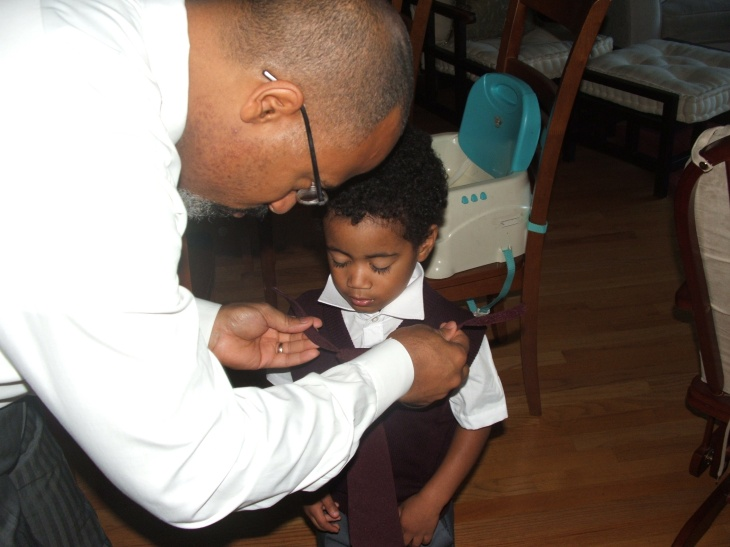 Lifting the collar, lining up the bulging knot, attaching the velcro lines